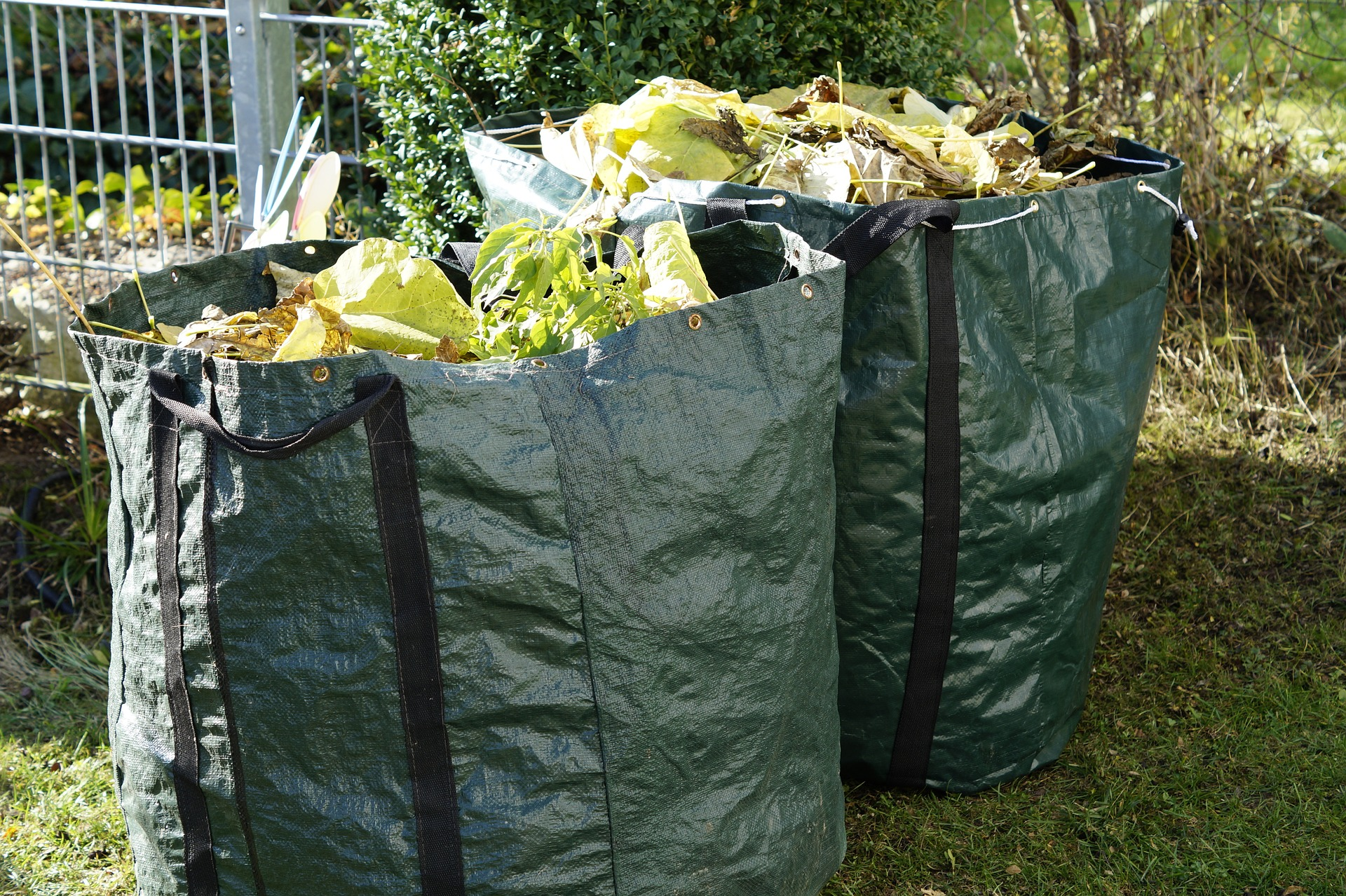 garden-waste-1047259_1920